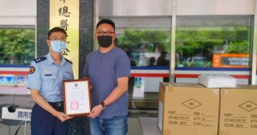 「第一線不孤單」 松山子弟滿志剛邀劉軒捐千件防護衣贈醫護