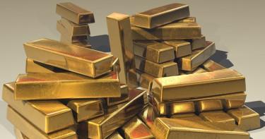 俄女子走路怪模怪樣快跌倒 海關查驚「價值240萬黃金」捆鞋底
