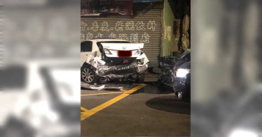 男疑醉駕失控肇事 路旁3車遭撞慘變形