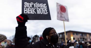 女警「掏錯槍」!20歲非裔男喪命 被控二級過失殺人最高判10年