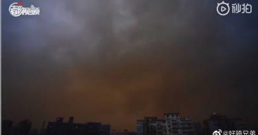 北京9級強風+沙塵 指數PM10指數破表「空氣都是土味」