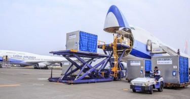 急漲航空貨運價救公司!華航一口氣上調5成 長榮飛美每公斤365~500元