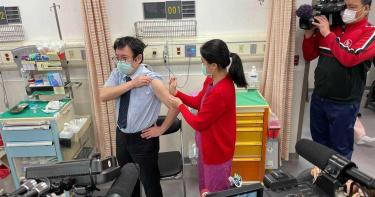 台首批AZ疫苗今開打 醫坦言會怕副作用