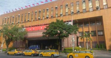 保護傘餐廳遭潑糞 原來是中國金主在幕後搞鬼