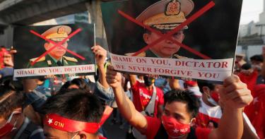 緬甸政變升溫!首度爆發千人示威 軍方「全國大斷網」回敬