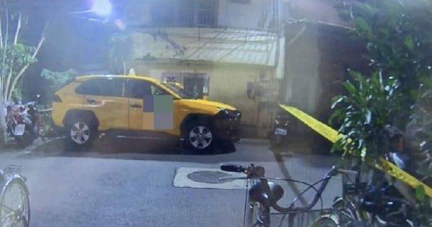 陳男昨日晚間搭計程車返回蘆洲住處,聲稱要返家拿錢卻從高處墜落,嚇壞小黃司機。(圖/翻攝畫面)
