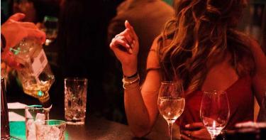 19歲少女跨年狂歡 喝下氣泡酒秒昏迷…慘遭「撿屍性侵」
