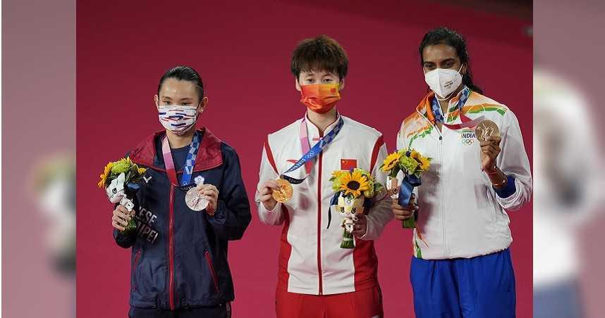 陳雨菲苦戰81分鐘搶下奧運金牌 陸媒:戴資穎大賽「易掉鏈」