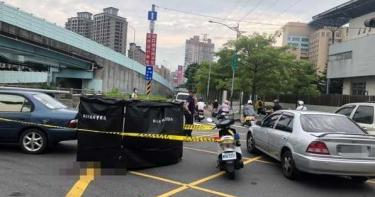 騎士對撞倒地 汽車直接輾過爆頭慘死