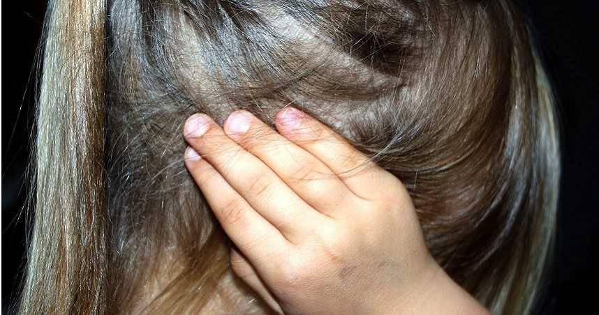台南4歲女童疑遭家暴亡 母同居人認「拿拖把打」