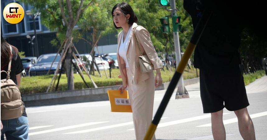 娛樂報報1/李亮瑾產後半年踩跟鞋復出 「結屎臉」拍《天之驕女》