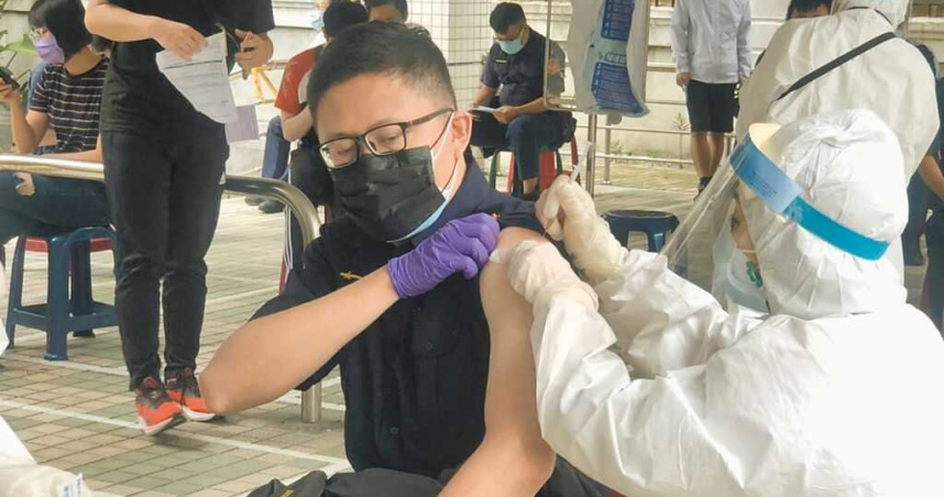 侯友宜:求中央不要再刁難 國產高端疫苗8月才能打⋯「還有多少人因此離開?」