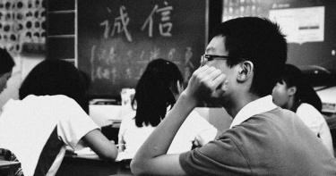 國一男遭譏下體小!同學闖房強制手淫「硬上後面」 3天後肚痛爆離奇亡