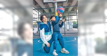 132公分葉小毅拚長高 黃士杰化身教練推薦打籃球