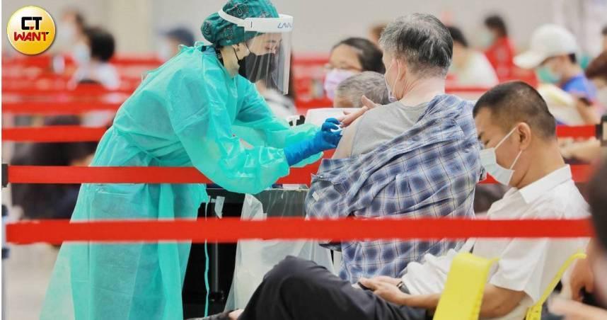 BNT疫苗23日當週開打⋯家長憂撞期HPV疫苗 莊人祥:隔7天以上