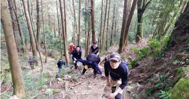 登山進入「凡間仙境」身體不適 警消徒步14小時緊急救援