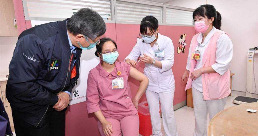40%醫護人員願意施打疫苗 柯文哲:若國門一開就沒得選擇