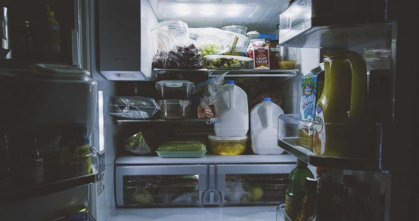 10歲童放學回家找不到阿嬤 鄰居幫找驚見屍體「被塞冰箱內」