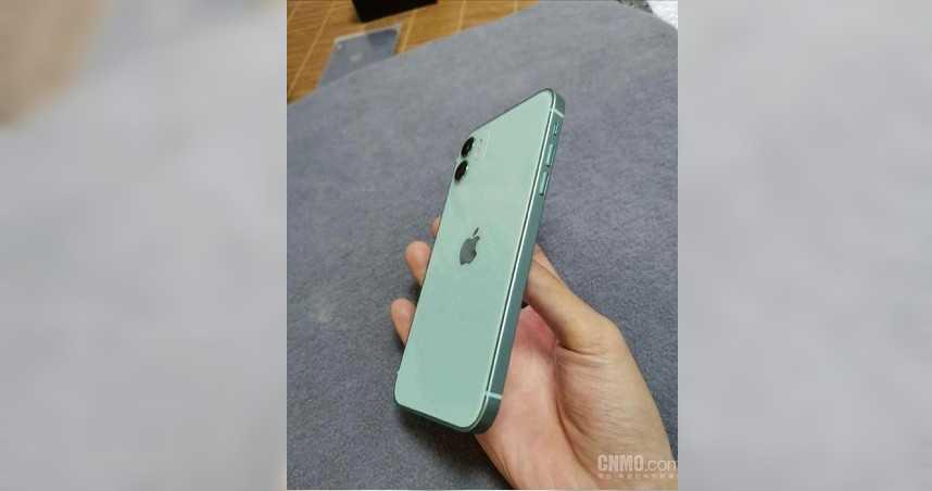 回歸經典!疑似湖水綠真機 iPhone 12直角邊圓潤設計曝光