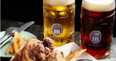 十月德國啤酒節狂歡 高空酒吧盡情享用德國豬腳、生啤暢飲