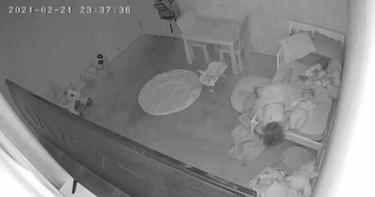 女童疑被「怪力拉進床底」!父上傳影片又遇詭異插曲:手機突然關機
