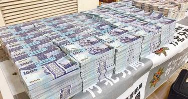 拾荒大亨藏6500萬鈔票山 遭鴛鴦盜搬空爽過年