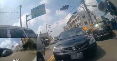 嘉義三寶日常?黑車逆向停路中關門走人?遭擋駕駛錯愕!