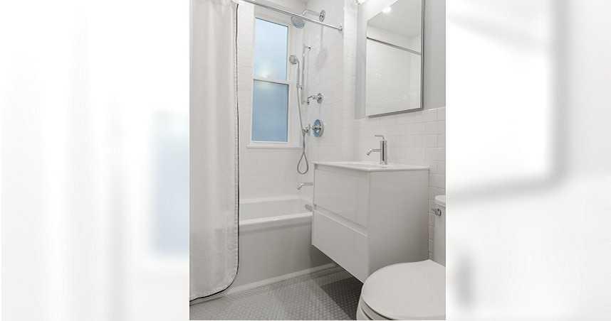 超脫序冷氣裝修師傅「遲到+窩廁所不開門」 網友提醒:小心針孔
