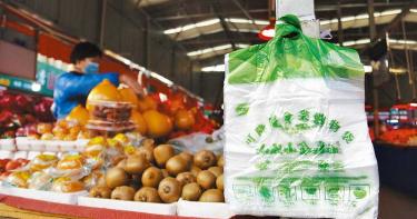 陸實施史上最嚴「限塑令」 商家禁用5樣產品!2025揮別塑膠袋