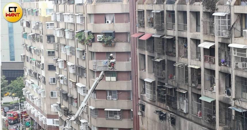 城中城46死惡火關鍵找到了 1樓「八寶粥罐+沉香」嫌疑最大