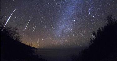 肉眼可見!雙子座流星雨大爆發 避開月亮看得更清楚