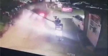特斯拉無故自動加速撞進停車場 7月開始失控事故頻傳