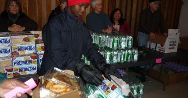 紓困方案到期!美國1300萬人恐失去救濟補助 食物銀行排隊人潮近5公里