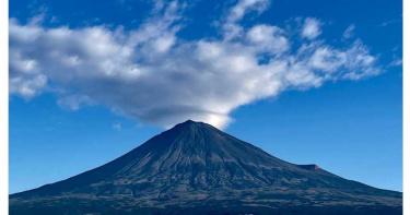 富士山頂沒「冠雪」網陷恐慌:大災難前兆!恐火山爆發+超級地震