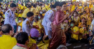 貴妃1400露骨裸照「蓄意外流」 泰國王室宮鬥下重手