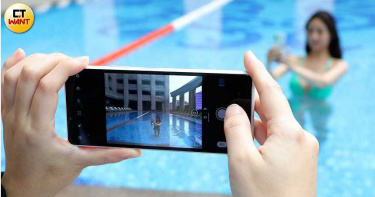【清涼實測2】這支手機僅萬元出頭 卻比iPhone SE多2顆鏡頭?