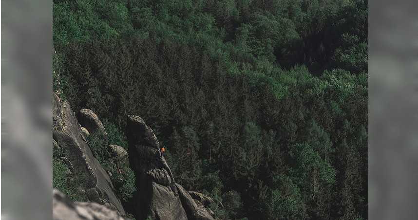 攀岩繩「風化」斷裂 女自122公尺高岩壁摔落慘死