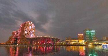 高雄也有上海外灘夜景 海洋流行音樂中心燈光秀