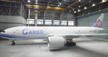搶疫苗配送商機 華航777貨機整裝待發