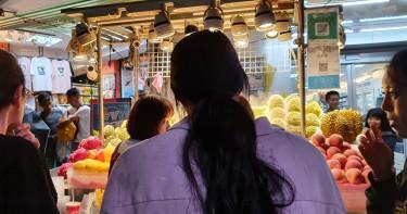 一袋1089元!士林夜市水果攤又爆亂坑觀光客