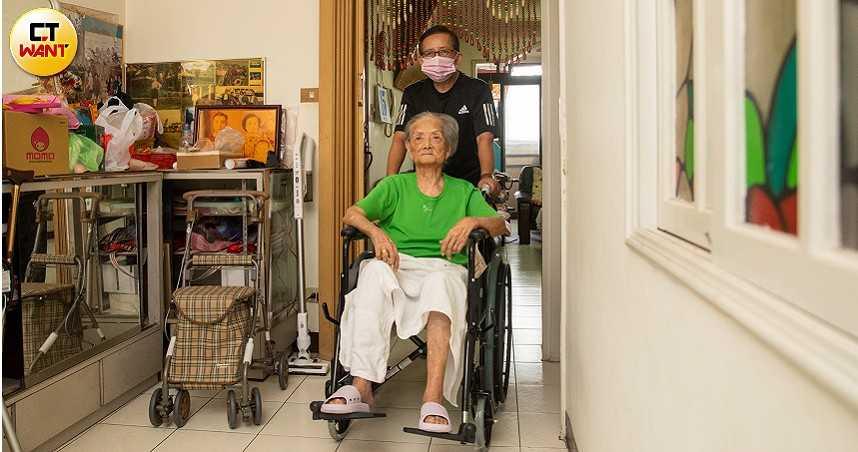 畸形政策移工荒1/廠工群聚確診牽連長照 百歲人瑞看護申請卡關