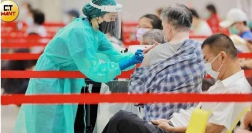 719前沒登記疫苗!她曝1神招「全家1天內打完」 醫生認證了:最佳解