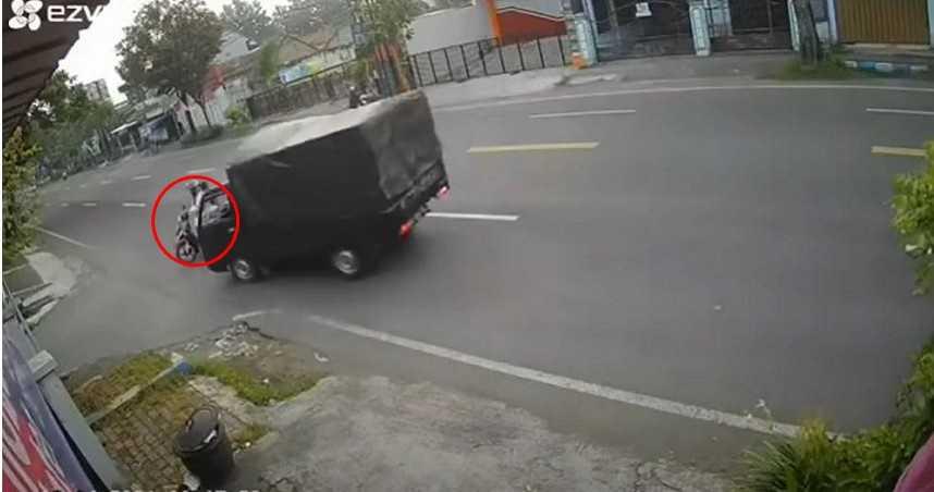 母騎車載兒「外側大迴轉」 逼停2機車後遭貨車撞飛身亡