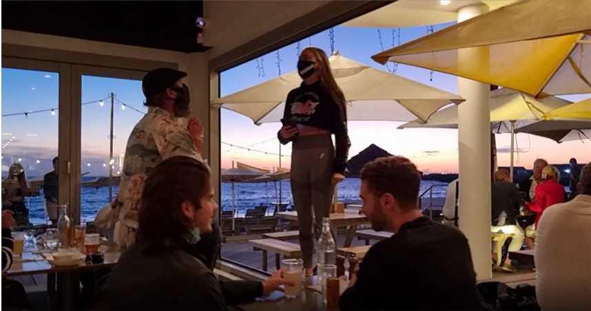 金髮正妹帶團闖海鮮餐廳 強迫顧客改吃素吼:魚類大屠殺