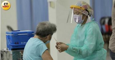 82歲翁打完疫苗發燒!隔天「爆吐癱軟」今不治 媳婦淚曝:隔著電話喊救命