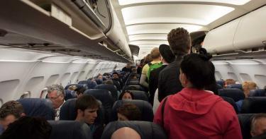 華航毒班機10人確診座位釀傳染? 醫曝關鍵恐是「它」