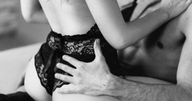 人妻偷吃舊愛啪到瘀青!自豪被虐證據嬌喊「被強X」 隔天下體癢爆:潤滑液過期