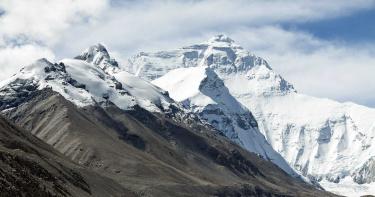 攜手重新測量 中國、尼泊爾共同宣布聖母峰長高了!