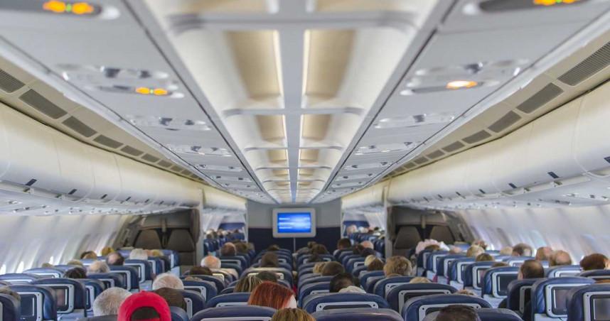 台灣確診「近半數搭飛機來的」 陳時中警告:機艙「這兩處」最危險