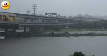 午後狂風暴雨還打雷!北市6行政區發布警報 信義區1級淹水警戒